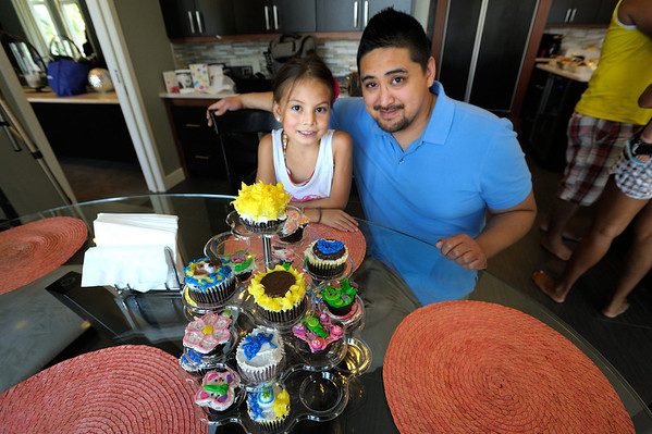 8/19/12 Art, Grammy and Pappa Cupcakes