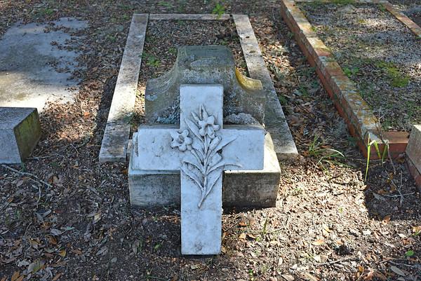 Oak Grove Cemetery BEFORE duBignon Restoration 02-12-16