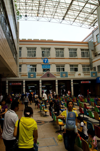 The next series of shots is from the Children's Hospital in Guangzhou.  Outdoor waiting atrium...a very different system