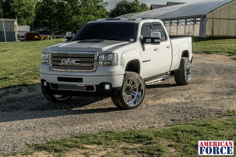 Speed-Styles-Blake-Sullins-White-2012-GMC-Denali-2500HD-24x12-Rebel-@denali_sullins-170430-DSC06848-11.jpg