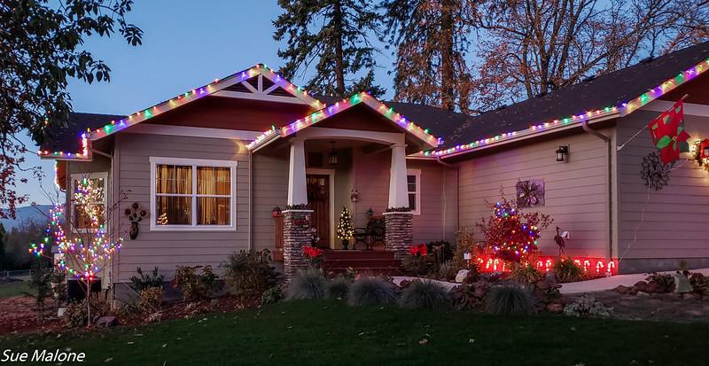 12-01-2020 Christmas Lights Up-11.jpg