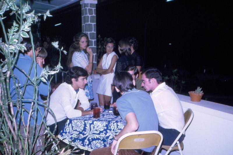 1971, Dundo