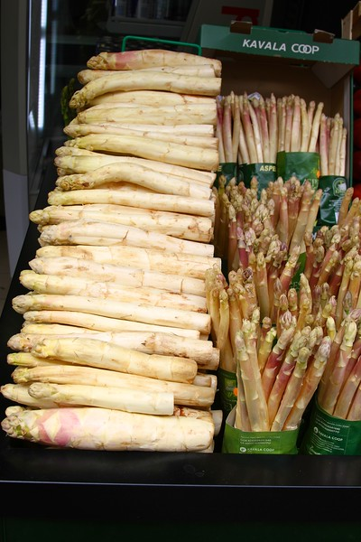 OBSCENELY HUGE WHITE ASPARAGUS NEXT TO NORMAL SIZED ONES 5-13-13 PARIS A stroll around the area of our hotel