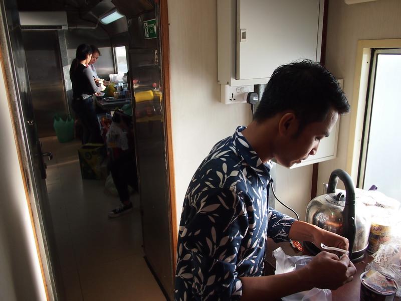 PC309424-kitchen.JPG