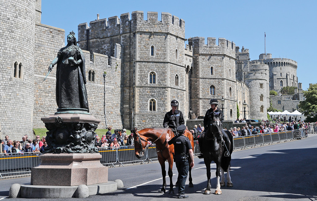 . Mounted police officers patrol in front of Windsor Castle before a rehearsal for the procession of the upcoming wedding of Britain\'s Prince Harry and Meghan Markle in Windsor, England, Thursday, May 17, 2018. Preparations are being made in the town ahead of the wedding of Britain\'s Prince Harry and Meghan Markle that will take place in Windsor on Saturday May 19.(AP Photo/Frank Augstein)