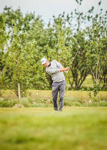 Rúnar Arnórsson, GK, vippar hér inn á 10. flöt á Garðavelli.  Mynd/seth@golf.is