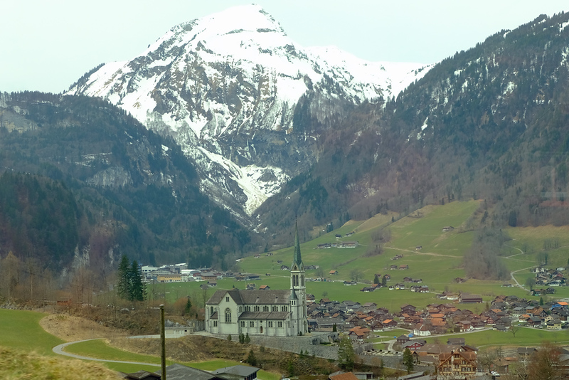 Train Lucerne to Geneva 03.jpg
