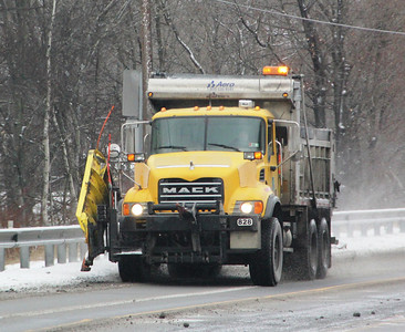 PennDOT Snowplow, Truck, SR309, South Tamaqua (1-25-2014)
