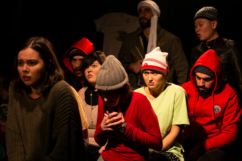 Allan Bravos - Fotografia de Teatro - Indac - Migraaaantes-470.jpg