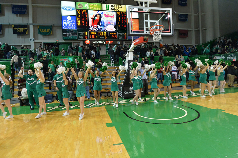 cheerleaders3604.jpg