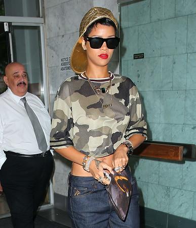 2013-08-14 - Rihanna, Bethenny Frankel