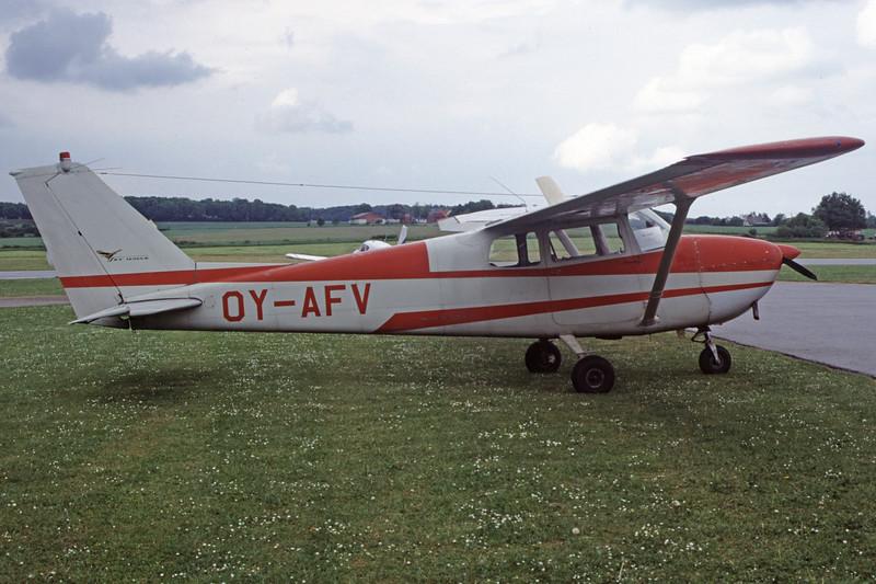 OY-AFV-Cessna172CSkyhawk-Private-EKHV-2000-05-19-HG-09-KBVPCollection.jpg