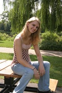 Leah (Bonnie Jonas)