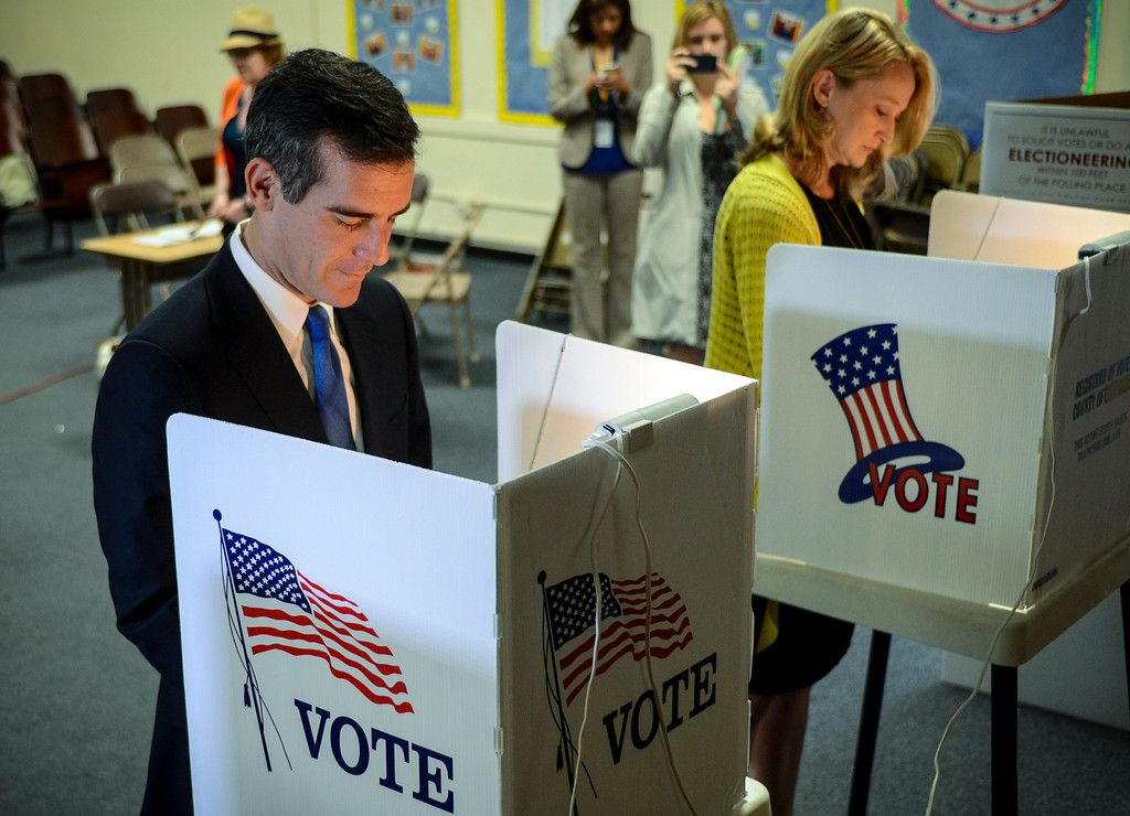 . Mayoral candidate Eric Garcetti and his wife Amy cast their ballots at Allesandro Elementary school in Los Angeles early Tuesday morning.  Los Angeles residents will vote for a new mayor, Garcetti or Wendy Gruel in the citywide election.  Photo by David Crane/Staff Photographer
