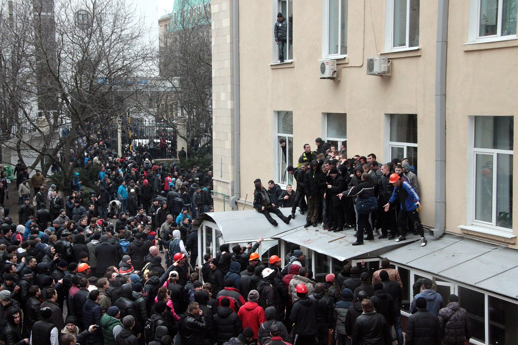. People stand on the awning outside the regional government building in Kharkiv on March 1, 2014. AFP PHOTO/ SERGEY  BOBOK/AFP/Getty Images