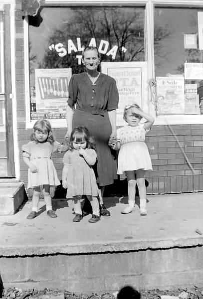 30 Old Nicol Photos - Great Grandma Krebs, Cynthia, Pam, Ilene.jpg