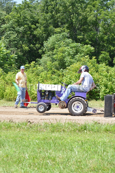 07-18-15 NEWS Lawn Tractor Pulls at Liberty Center