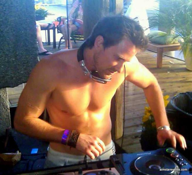 DJ hiXXen in the HOUSE!!!