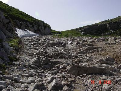 SG 5. LGKS in Marguerais. Steil en grote stenen. Het leek soms alsof ik probeerde een trap op te rijden... Deze passage was voor mij de reden om jarenlang de LGKS enkel van noord naar zuid te willen rijden !