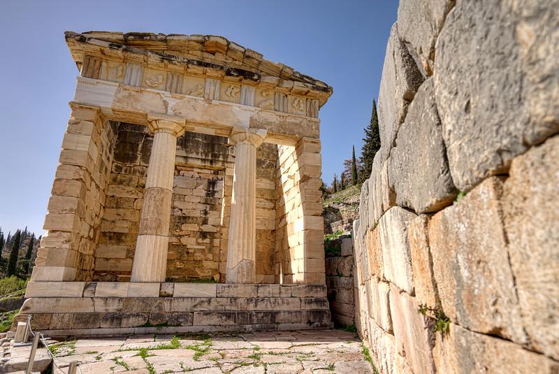 treasury-of-the-athenians-at-delphi-facade-metopes=close-up.jpg