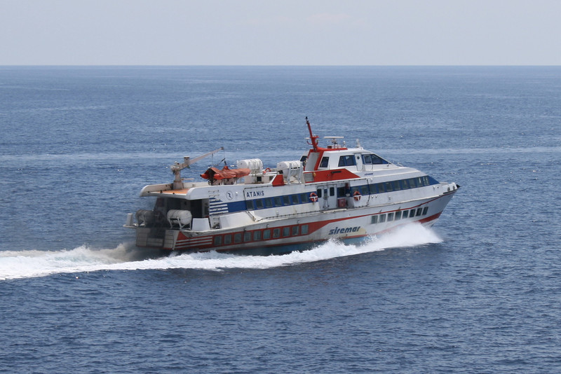 2009 - Hydrofoil ATANIS departing from Lipari.