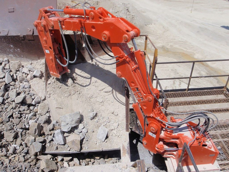 NPK B40 Boom crushing  rock