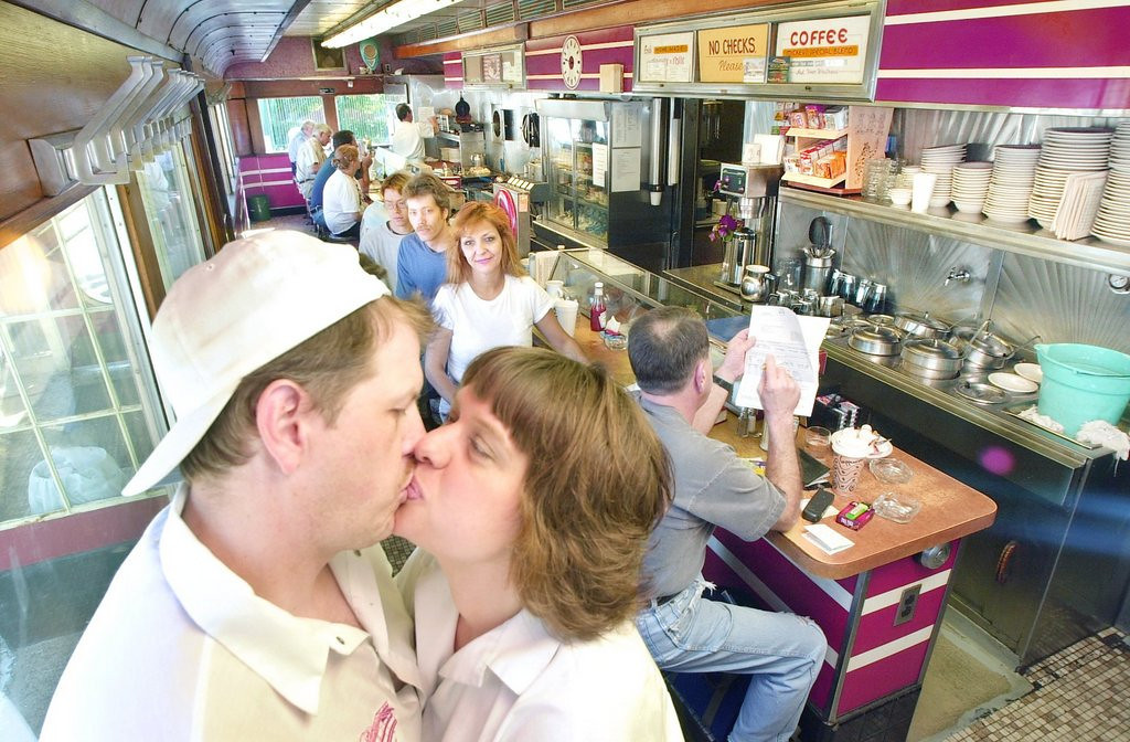 """. <p>4. (tie) ST. PAUL <p>Considered one of the great �romantic getaways� by people who don�t know the meaning of the word �romantic.� (unranked) <p><b><a href=\'http://www.twincities.com/localnews/ci_24862865/romantic-st-paul-usa-today-voters-think-so\' target=\""""_blank\""""> HUH?</a></b> <p>    (Pioneer Press file photo: Joe Oden)"""