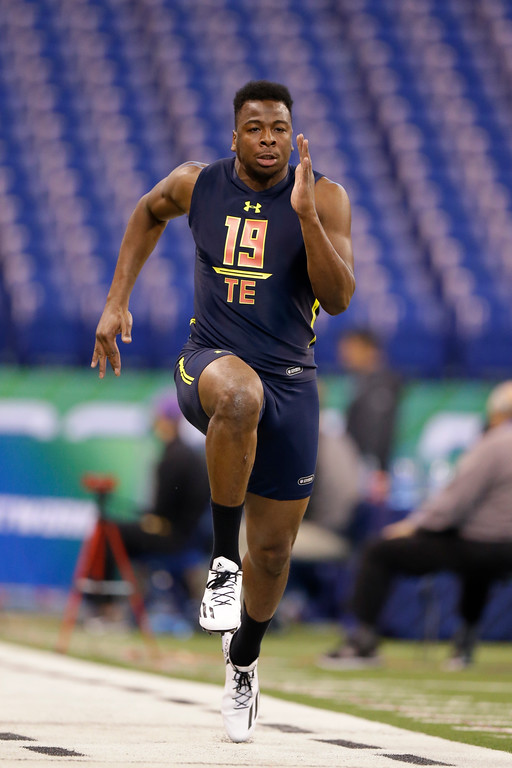 . Arkansas tight end Jeremy Sprinkle runs the 40-yard dash at the NFL football scouting combine in Indianapolis, Saturday, March 4, 2017. (AP Photo/Michael Conroy)
