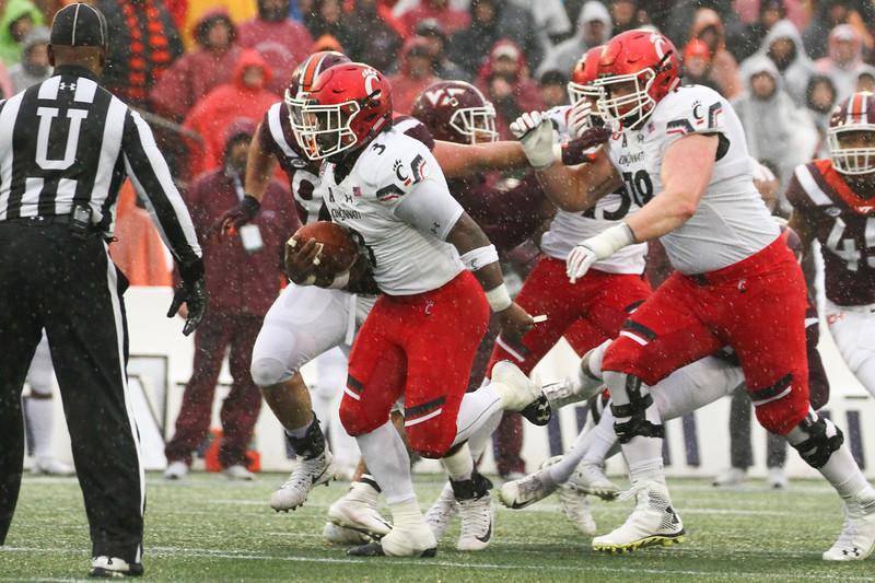 Cincinnati running back #3 Michael Warren II carries the ball
