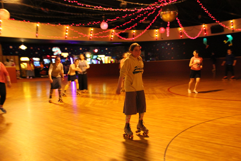 kars4kids_thezone_camp_GirlDivsion_trips_RollerSkating (30).JPG