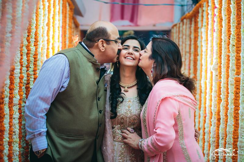 best-candid-wedding-photography-delhi-india-khachakk-studios_14.jpg