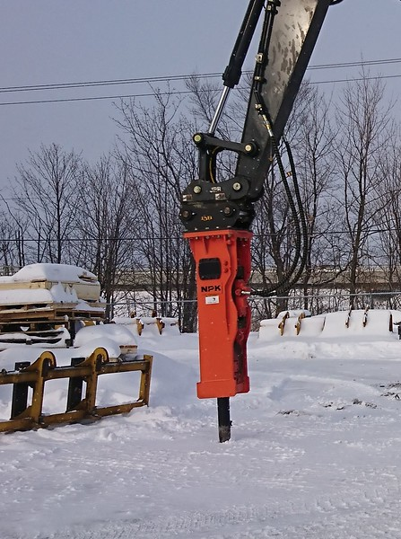 NPK GH9 hydraulic hammer with enclosed bracket on Cat excavator - Nortrax Canada  1-18 (2).jpg