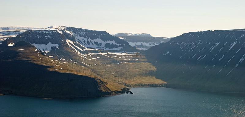 Rekavík bak Höfn. Darri, Atlaskarð og Rekavíkurfjall. Þórishorn eða Hafnarfjall bak við Atlaskarð?