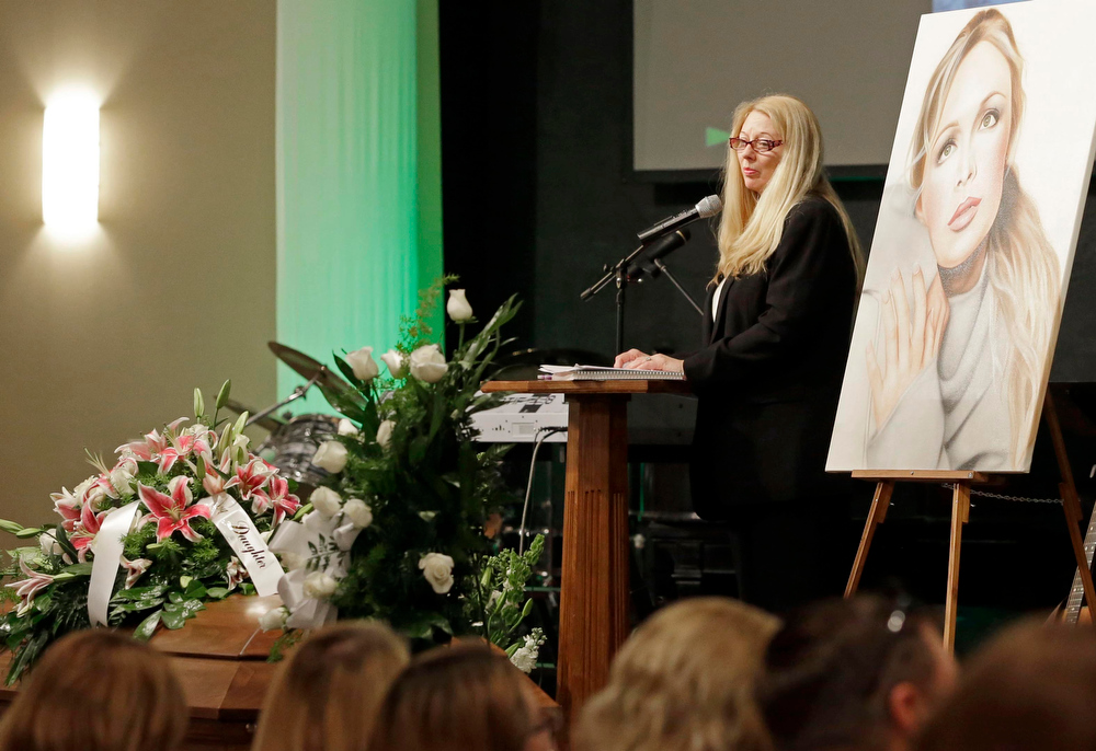 Description of . Gayle Inge, mother of country music star Mindy McCready, speaks during her daughter\'s funeral ceremony at the Crossroads Baptist Church in Fort Myers, Fla., on Tuesday, Feb. 26, 2013.  McCready committed suicide Feb. 17 at her home in Arkansas, days after leaving a court-ordered substance abuse program. (AP Photo/Alan Diaz)