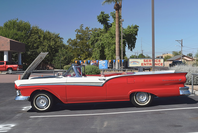 Ford 1957 retractable ht side lf.JPG