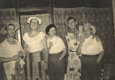 1957 COELHO CUNHA, JERONIMO SIMOES, ODETE SIMOES, POMBO FERNANDES E CANDIDA FERNANDES.