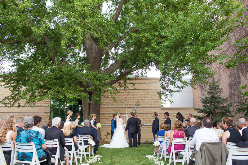 Beautiful outdoor summer wedding ceremony outside between Rockford Art Museum and Burpee Museum. Wedding photographer – Ryan Davis Photography – Rockford, Illinois.