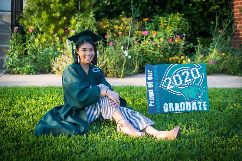 20200521_sarah-friends-connally-graduation_033.jpg