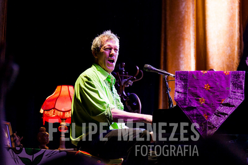 Hugh Laurie_Site_065.jpg