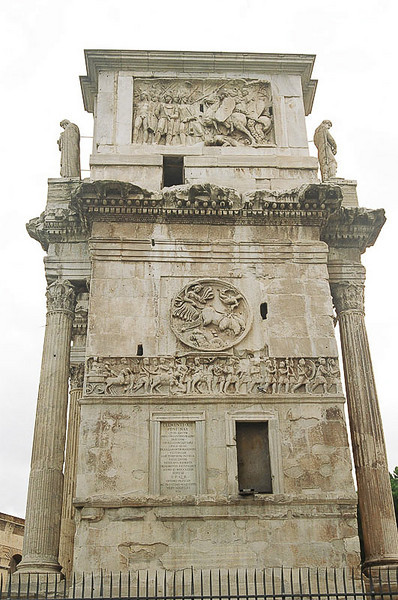 Saturday_Arch_of_Constantine_From_Side