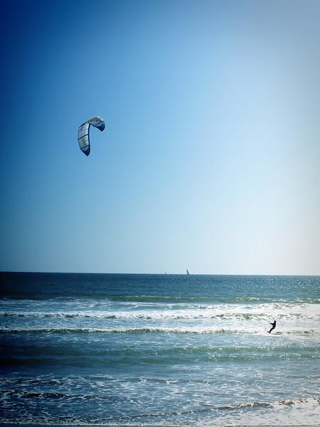 Kite Boarding on the Pacific - Coronado Beach, California  Order Code: B14
