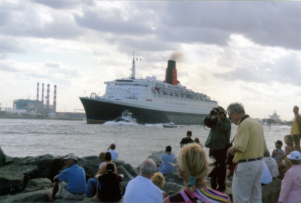 QE2 by Dave Henke  2008 (And other FLA ships)