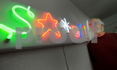 east-texas-man-creates-art-using-neon-tubes