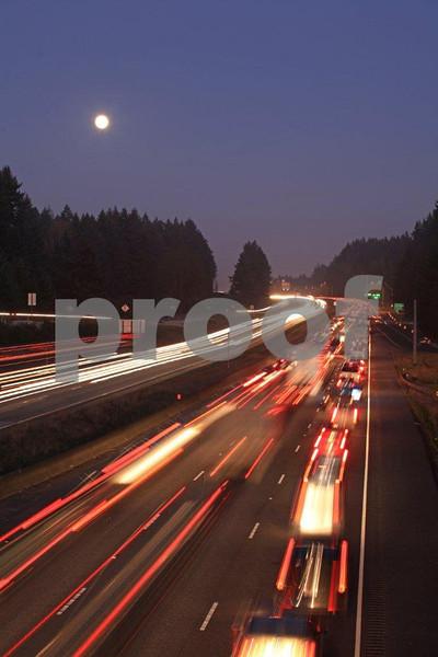 I-5 & Mounts Rd. moon 6071.jpg