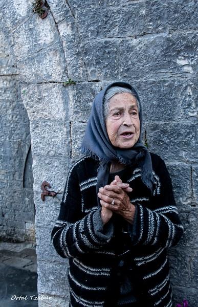 הזקנה בכנסיה 3.jpg