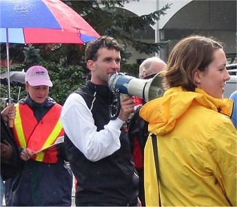 2003 Comox Valley Half Marathon - Race Director Steve Royer oversees the proceedings