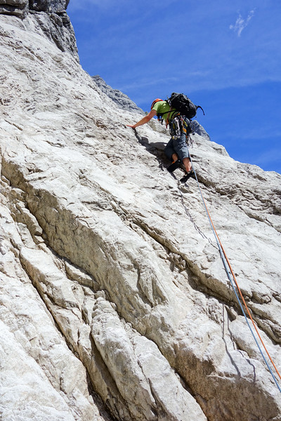 The first slabby pitch of Salzburger Weg (classic IV+). Jesko climbs without belay since there is no possibility for a belay stand.