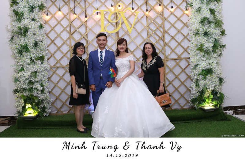Trung-Vy-wedding-instant-print-photo-booth-Chup-anh-in-hinh-lay-lien-Tiec-cuoi-WefieBox-Photobooth-Vietnam-003.jpg
