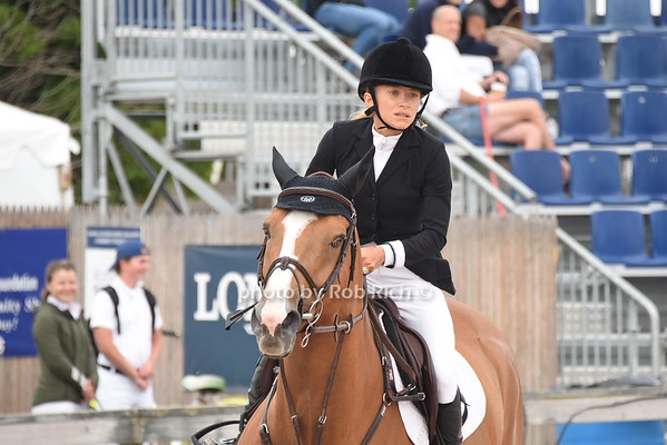 Mary-Kate Olsen competes at the Hampton Classic Horseshow on 9-3-16. all photos by Rob Rich/SocietyAllure.com © 2016 robwayne1@aol.com 516-676-3939
