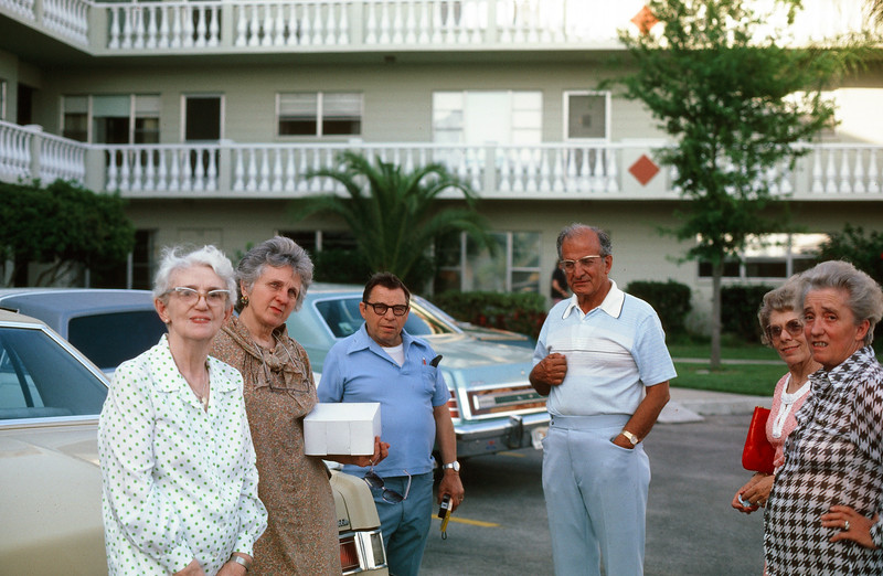 1980_04 Gramma Lou, Jeanne, Tom, Vi, Vic & Pauline.jpg
